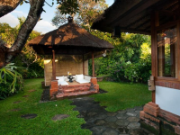 Christmas in Bali, Finding the Best of Both Words