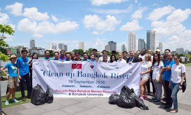 ramada-plaza-bangkok-menam-riverside-clean-up-bangkok-river-project