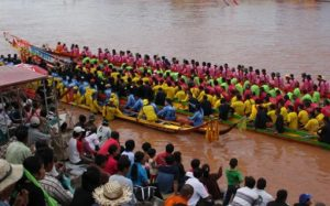 Phitsanulok Traditional Longboat Racing for Royal Trophy 2017