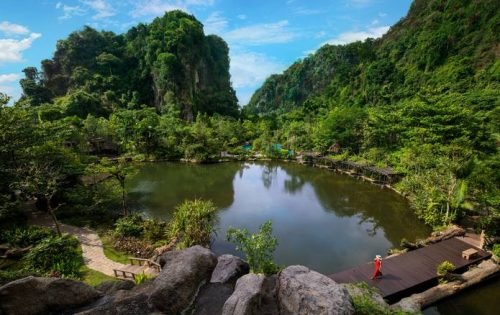 Embraces Nature with Unique Cave Dining Experience at Banjaran Hotsprings Retreat